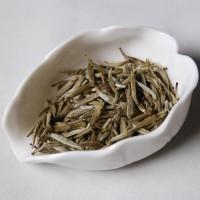 6 grammes de thé blanc (avant infusion)